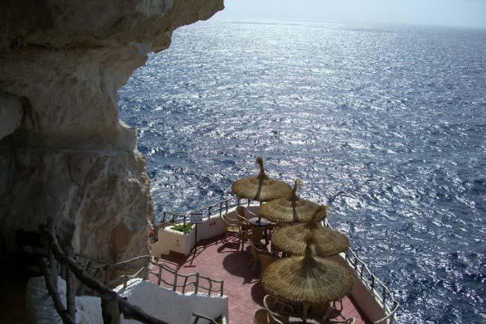 Terraza de la Cova d'en Xoroi