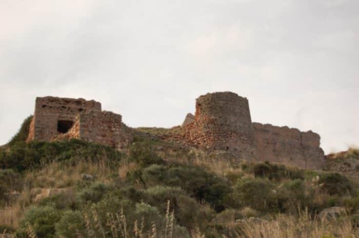 Ruinas del Castillo de Santa Águeda en Menorca