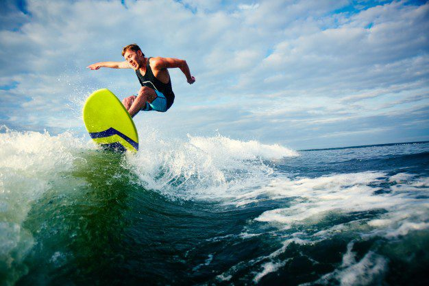 Practicas deportivas acuáticas en playas de Menorca
