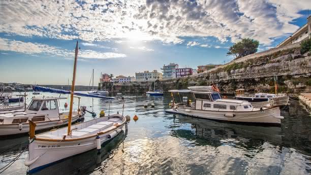 Alquiler de coches en Menorca puerto Ciutadella