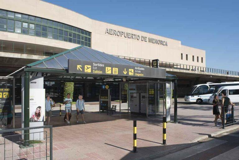 Entrada Aeropuerto de Menorca