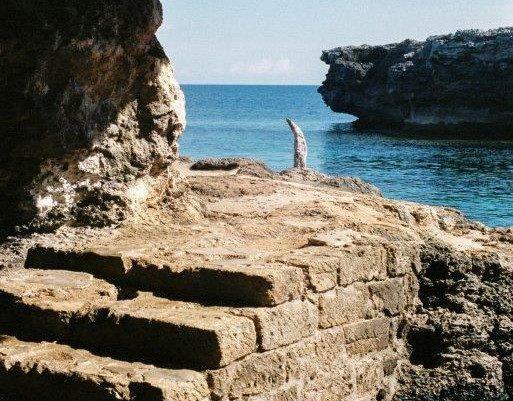 Cueva en la costa